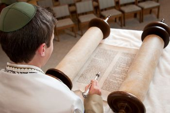 A young boy reading the torah.