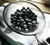 Drain the blueberries